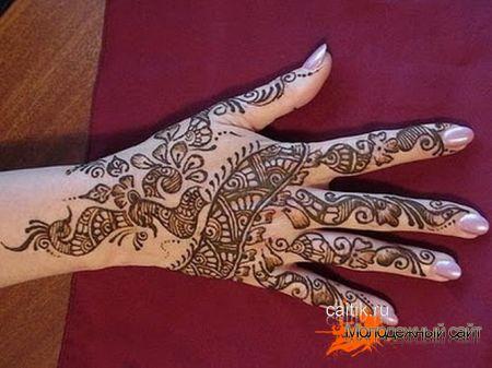 разрисованная рука хной