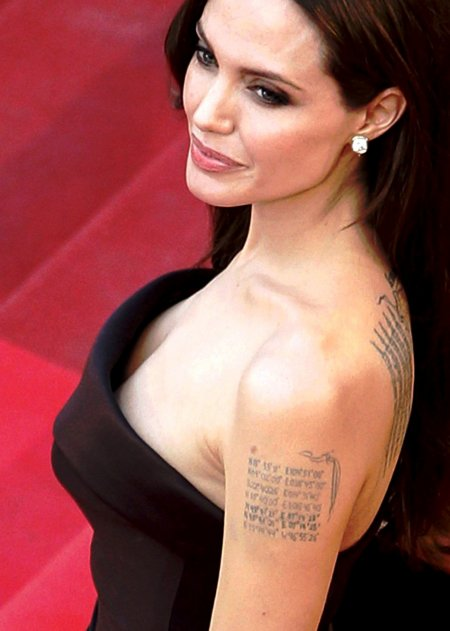 новая татуировка Джоли