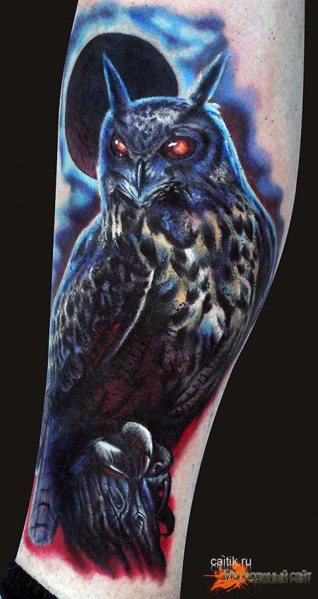 татуировка сова на фоне луны