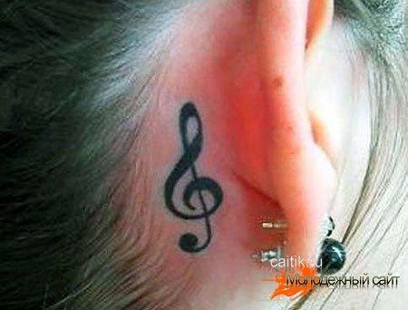 татуировка скрипичный ключ за ухом