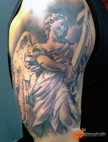 ангел держащий крест татуировка