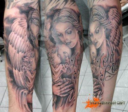 ангел в женском обличье с ребенком на руках