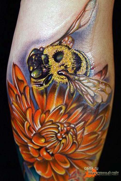 татуировка хризантема с пчелой