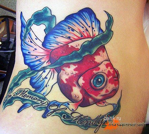 татуировка золотая рыбка с надписью