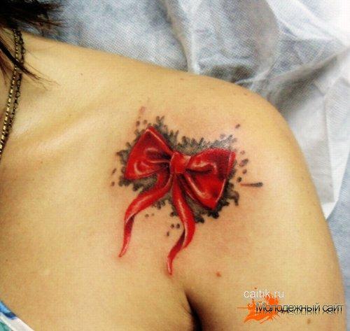 бантик на плече татуировка