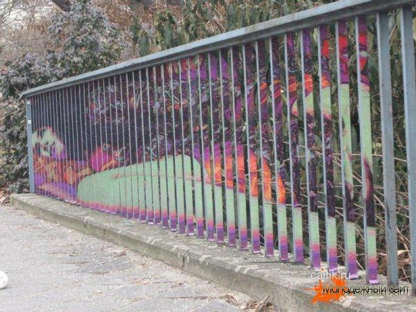 Стрит-арт на перилах в исполнении Zebrating