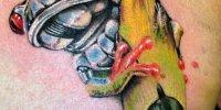 татуировка лягушка на груди