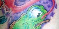 татуировка лягушка со стрекозой