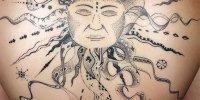 красивая татуировка солнце на спине