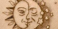татуировка солнце с луной и звездами