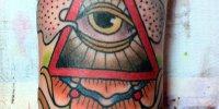 цветная татуировка Всевидящее Око на руке