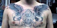 татуировка на груди Всевидящее Око с крыльями