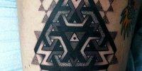 татуировка орнамент в стиле Blackwork