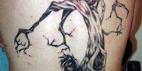 татуировка дерево и человек