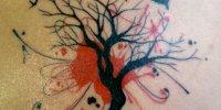 татуировка птицы летающие вокруг дерева