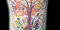 татуировка яркое дерево