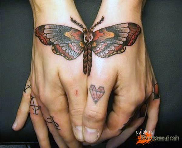 бражник на руках татуировка