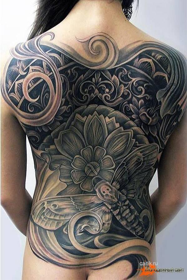 женская татуировка на всю спину с бражником и цветком