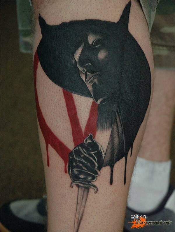 татуировка Вендетта с надписью помни