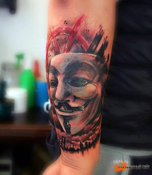 Вендетта на локте татуировка
