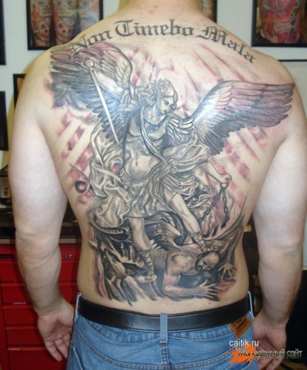 татуировка на плече Архангел Михаил с копьем