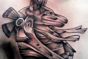 татуировка на груди Анубис