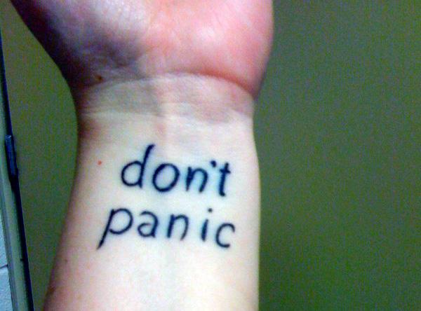 don't panic на запястье