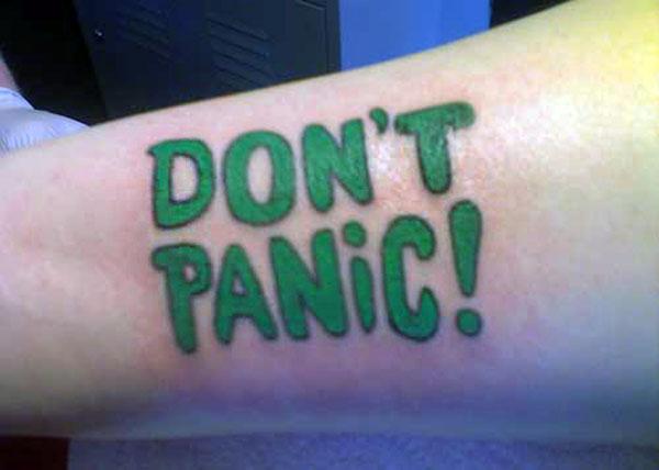 зеленая надпись Don't Panic!