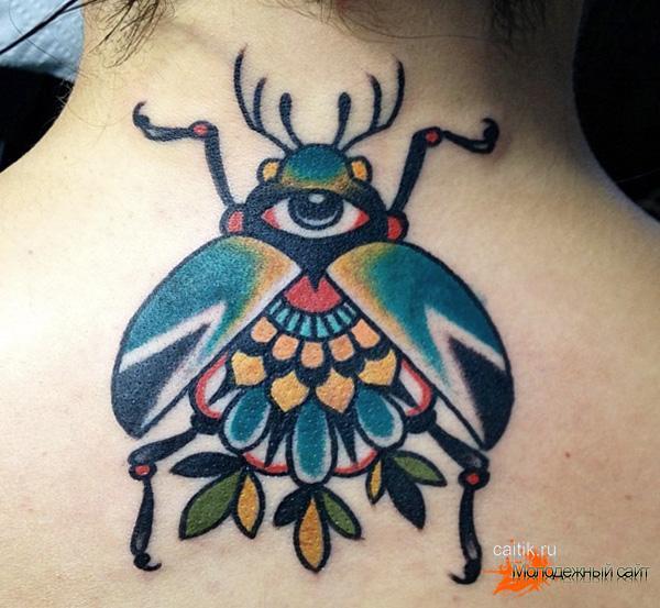 для девушек татуировка на шее скарабей с глазом
